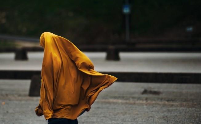 jilbab dan kerudung wajib bagi muslimah